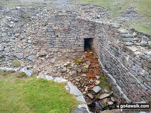 Walk ny161 Meugher from Yarnbury, Grassington - Ruined mine workings on Grassington Moor