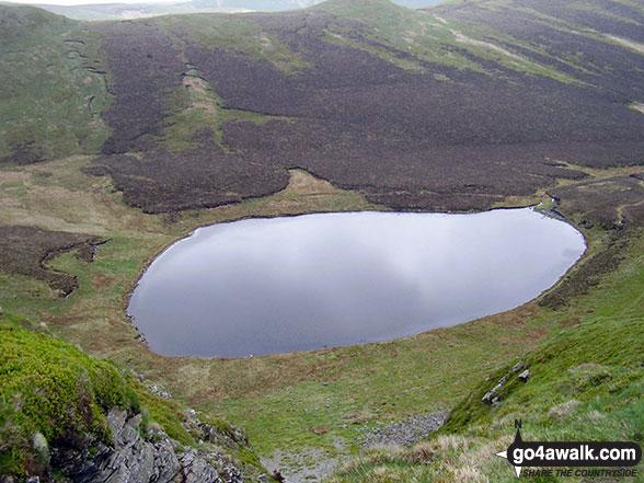 Walk po117 Cadair Berwyn and Post Gwyn from Pistyll Rhaeadr - Llyn Lluncaws from the lower slopes of Moel Sych