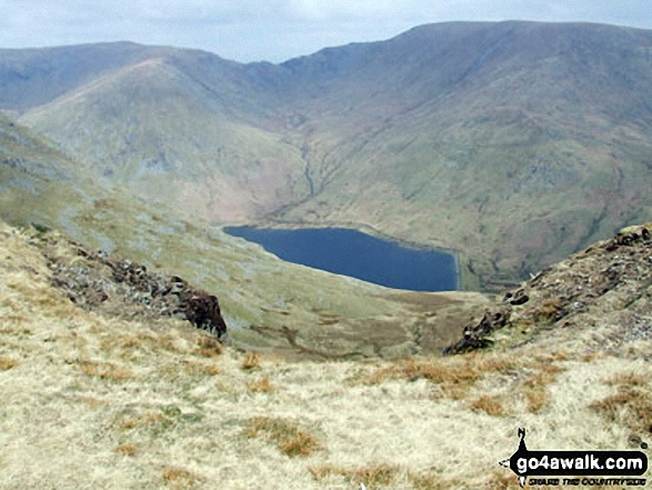 Walk c153 Thornthwaite Crag from Troutbeck - Mardale Ill Bell (left) Nan Bield Pass and Harter Fell (Mardale)(right) with Kentmere Reservoir below from the summit of Yoke