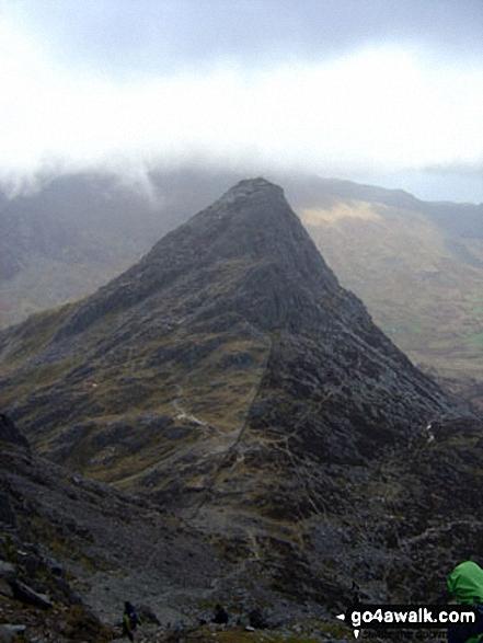 Walk gw115 Glyder Fach, Castell y Gwynt and Glyder Fawr from Ogwen Cottage, Llyn Ogwen - Tryfan from the top of Bristley Ridge, Glyder Fach