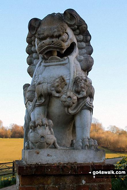 Walk ha123 Four Marks and Chawton Park Wood from Chawton - Gargoyle decorating the gates to Upper Woodside Farm