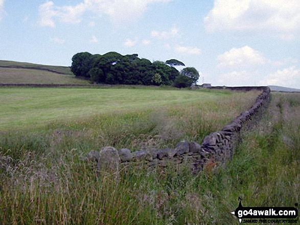 Farmland near Rowarth. Walk route map d171 Lantern Pike and Cown Edge Rocks from Hayfield photo