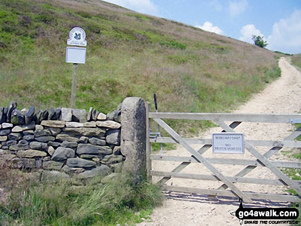 The Pennine Bridleway on Lantern Pike. Walk route map d171 Lantern Pike and Cown Edge Rocks from Hayfield photo