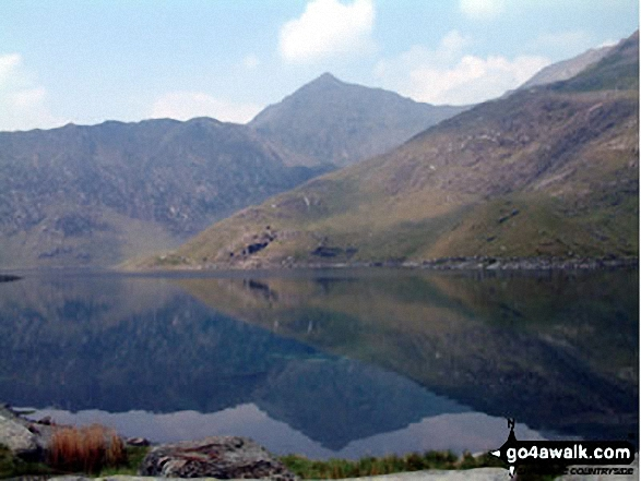 Snowdon (Yr Wyddfa) from the Miners Track. Walk route map gw136 The Snowdon (Yr Wyddfa) Horseshoe from Pen y Pass photo