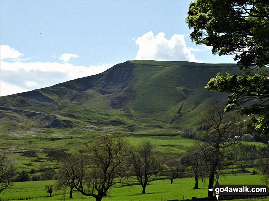 Mam Tor from near Castleton. Walk route map d123 Mam Tor via Cavedale from Castleton photo