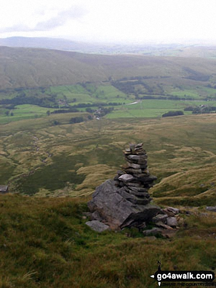 Walk c388 Little Fell (Mallerstang) and High Seat from Outhgill - Cairn on Mallerstang Edge on the descent from High Seat (Mallerstang)