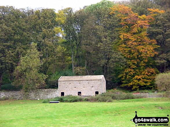 Old stone barn on Fremington Edge