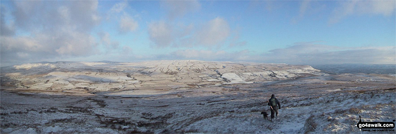 Mallerstang Edge, High Seat (Mallerstang), Archy Styrigg (Gregory Chapel), Hugh Seat, Little Fell (Lunds Fell) (Mallerstang) and Mallerstang Common from Swarth Fell in the snow