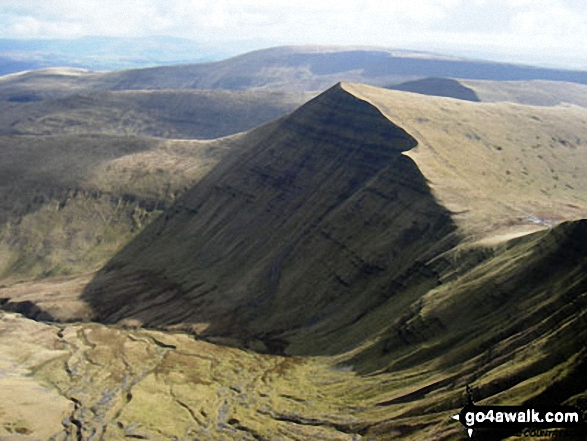 Walk Picture/View: Cribyn from Pen y Fan in The Brecon Beacons, Powys, Wales by Sion Hewitt (1)