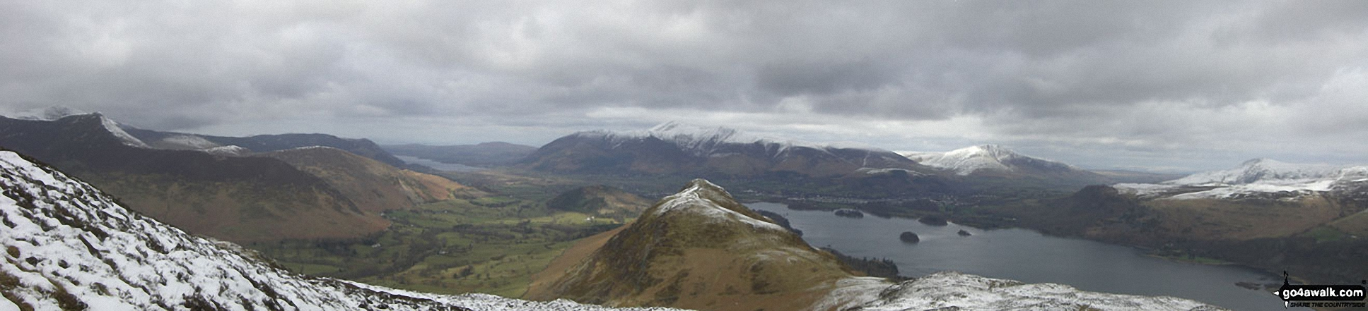 Causey Pike (left), Bassenthwaite Lake, Newlands, Swinside, Cat Bells (Catbells) (centre), Derwent Water, Skiddaw , Blencathra and Walla Crag (far right) from Maiden Moor