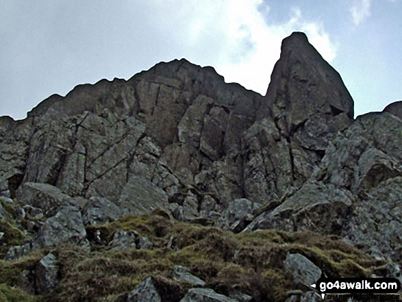 Rock formations on The Climbers' Traverse below Bow Fell (Bowfell)