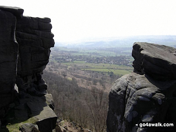 Looking south west from Curbar Edge. Walk route map d139 Froggatt Edge, Curbar Edge, The Derwent Valley and Grindleford from Hay Wood, Longshaw photo